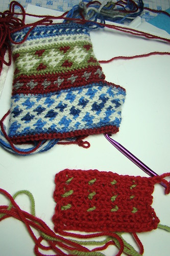 continuing to work on my fingerless gloves