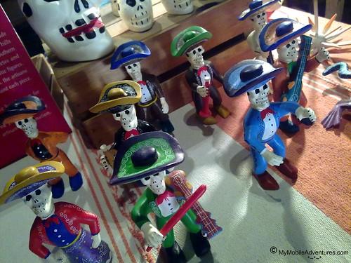 102420101202-WDW-EPCOT-MEXICO-dead-dudes