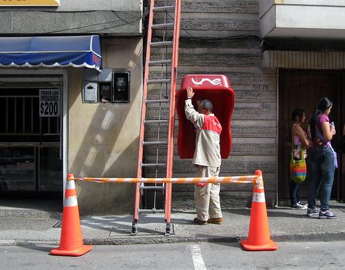 APROVECHA ARREGLO DE TELÉFONO PARA LLAMAR A LA CASA