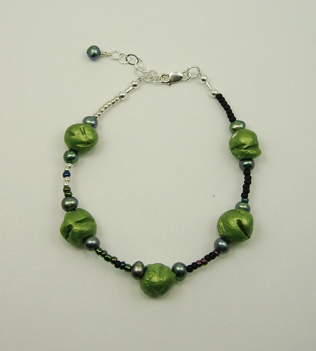 Green ceramic bead bracelet