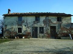 IMGP7700 (gzammarchi) Tags: casa italia natura finestra campagna porta pietra paesaggio collina ravenna cascina rioloterme mazzolano