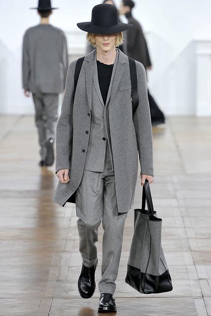 FW11_Paris_Dior Homme015_Paul Boche(VOGUEcom)