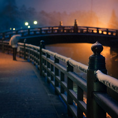 Shinkyo Bridge : Nikko, Tochigi, Japan / Japn (Lost in Japan, by Miguel Michn) Tags: world travel bridge winter blackandwhite bw white snow black heritage blancoynegro japan architecture night umbrella puente noche arquitectura nieve buddhism bn unescoworldheritagesite unesco worldheritagesite viajes  invierno nikko paraguas sights budismo japn shinkyo  shinkyobridge  futarasanshrine sacredbridge japon shodoshonin