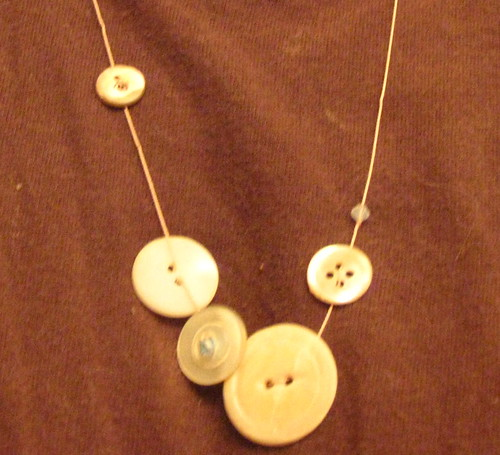 Use Shell Buttons to Make Necklaces, Seekyt