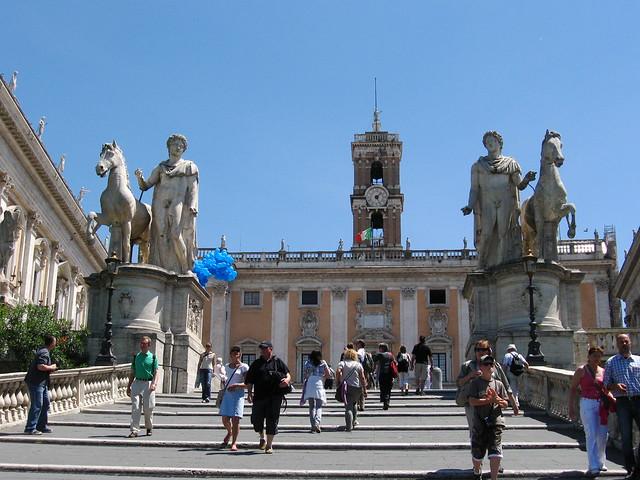 ローマ彫刻と建築物のフリー写真素材
