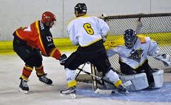 Meudon vs Rouen II (schumitheboss) Tags: hockey cage rouen sur but filet crosse maillot glace patins gardien tir meudon dfenseur jambire attaquant contourne