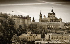 Madrid (Marcos Rivero / Fotgrafo) Tags: madrid travel espaa blancoynegro blanco sepia real europa foto almudena capital negro centro catedral ciudad paisaje cielo bandera verano rbol estancia casas turismo matrimonio palacioreal viajar virado espaola cpula visitante httpmarcosrfotografoblogspotcom marcosriverofotgrafo