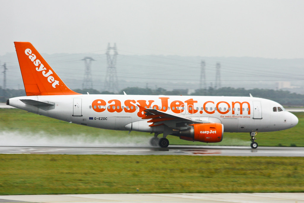 EasyJet Airline - G-EZDC - Airbus A319-111