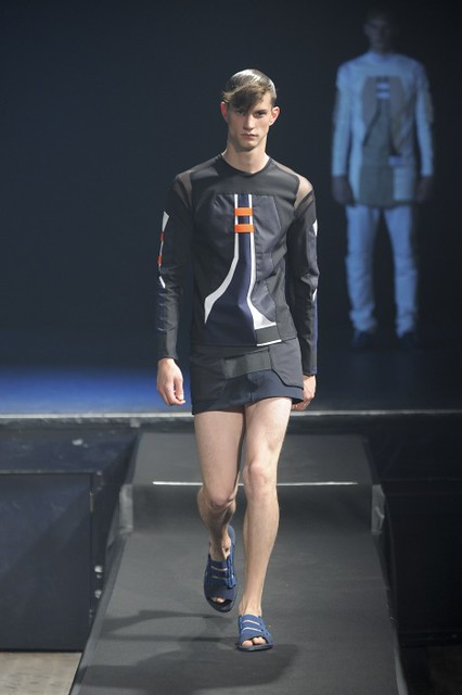 Theo Hall3085_SS11_Paris_Romain Kremer(fmag)