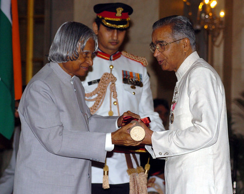 HSZR receiving Padma Shiri from APJ
