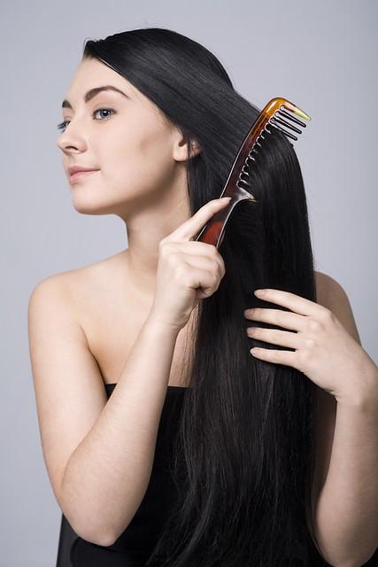 волосы на заколках расчесывание