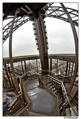 escalier interieur (Alexis.D) Tags: winter paris france tower fog seine stair tour hiver brouillard escalier effeil