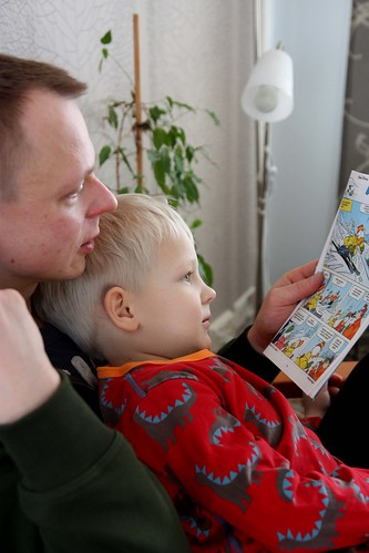 Niilo and Daddy reading