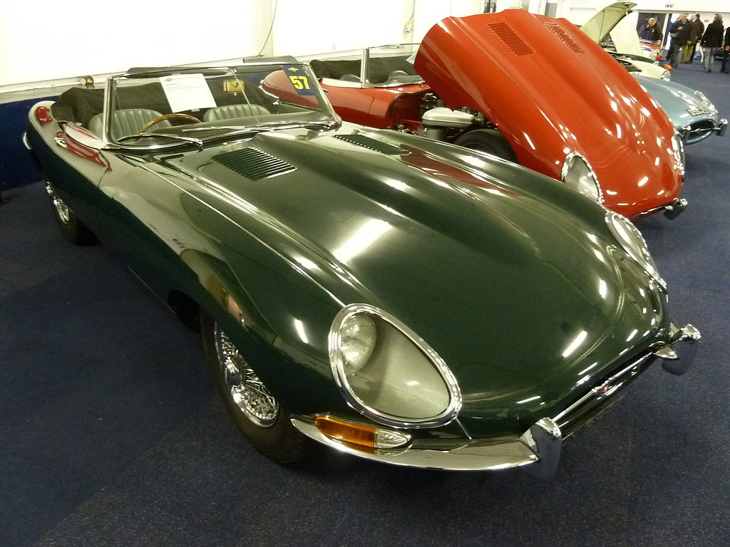 PLU 796E - 1967 Jaguar E Type 4.2 Roadster