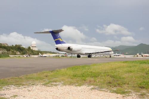 VIDEO - Insel Air - McDonnell Douglas (Douglas) MD-82 (DC-9-82) - PJ-MDB - Princess Juliana International Airport (SXM) - St. Maarten - October 2, 2010 2 091