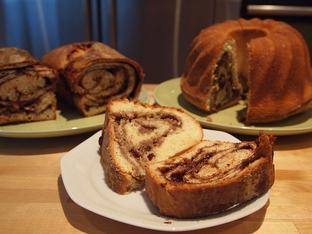 Gugelhupf with hazelnut filling and Reindling with cacao/sugar/butter filling
