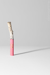 """Reloj de humo"" (""Smokeglass"") (Domonte Design) Tags: pink shadow stilllife rose cigarette rosa sombra cigar minimal tabac tobacco tabak cigares tabaco zigarre bodegon tabacco roz cigarro pitillo cigarrillo homestudio sigaro estudiocasero domonte"