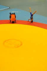 on the wrestling mat (abustaca) Tags: girls boy sports training lights wrestling sombra mat pools weightlifting piscinas medellin lucha entrenando practicing concreto sportcomplex conctrete colchoneta complejoacuatico