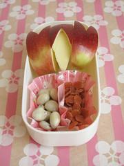 Lato dolce: mele-coniglietto e frutta secca
