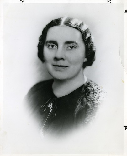 Pauline Gracia Beery Mack (1891-1974), by Underwood & Underwood, Date unknown, Black and white photo