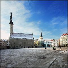 Estonia - Tallinn - Raekoja plats (Mathieu Soete) Tags: city snow square tallinn estonia cityhall quote centre townhall sigma1020mm raekojaplats