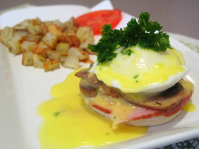 egg-benedict-hollandaise-sauce-ham-mushrooms-baked-potatoes
