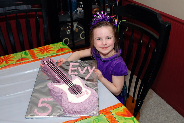 Evy & Her Cake