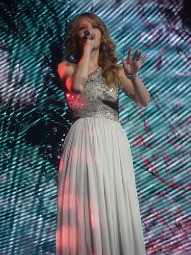 Taylor Swift 19 - Live in Paris - 2011
