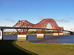 Мост через Иртыш в Ханты-Мансийске.