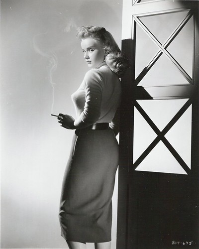 anne-francis-smoking-film-noir-sweater-girl