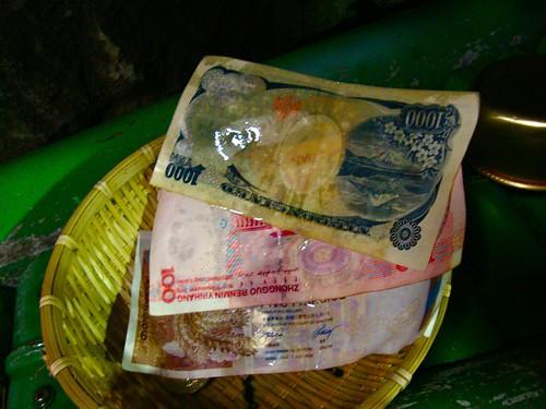 """洗錢弁財天。我洗了日幣、港幣、人民幣~~!剛好身上有這三種幣!應該要帶台幣和澳幣來的!^^"""""""