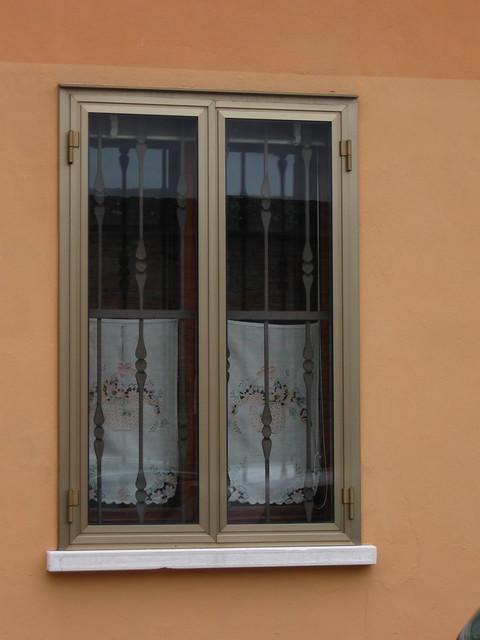 ステンレス窓のフリー写真素材