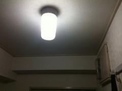 玄関の電球を交換した