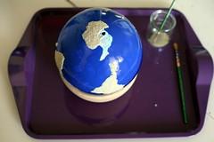 Ajout du sable, globe rugueux Montessori
