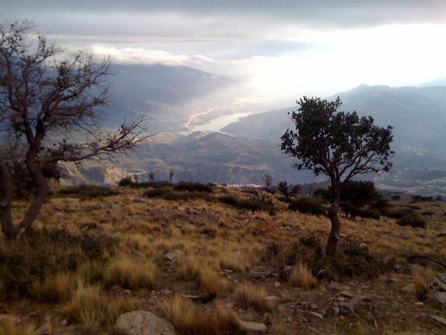 Lanjaron, Tajo Colorao, Presa de Rules y Sierra Lujar al fondo.