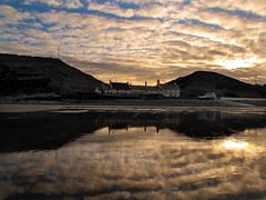 Drawn to the pub ! (paul downing) Tags: sunset canon saltburnbythesea nyorks pd1001 coastuk sx10is pauldowning