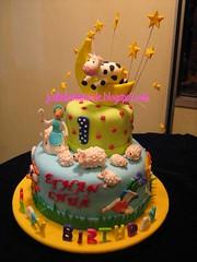 Nursery rhymes birthday cake (Jcakehomemade) Tags: dog moon cup cat stars cow sheep teapot jackjill twinkletwinklelittlestar heydiddlediddle forkandspoon pailofwater iamalittleteapot jcakehomemade nurseryrhymesbirthdaycake littlebopeep1stbirthdaycake ehtanchuasbirthdaycake