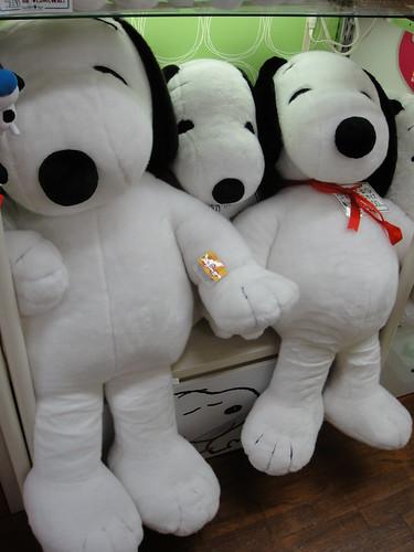 Huge Snoopy Plush At Kiddyland A Photo On Flickriver