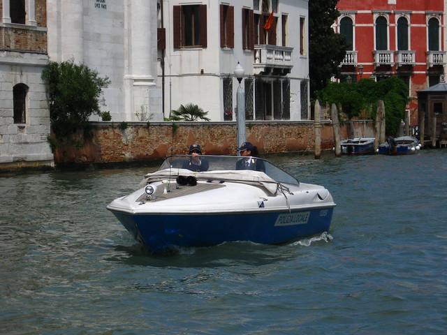 ヴェネツィアの水上警察のフリー写真素材