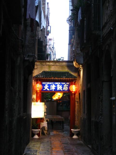 ヴェネツィアの中華料理屋のフリー写真素材