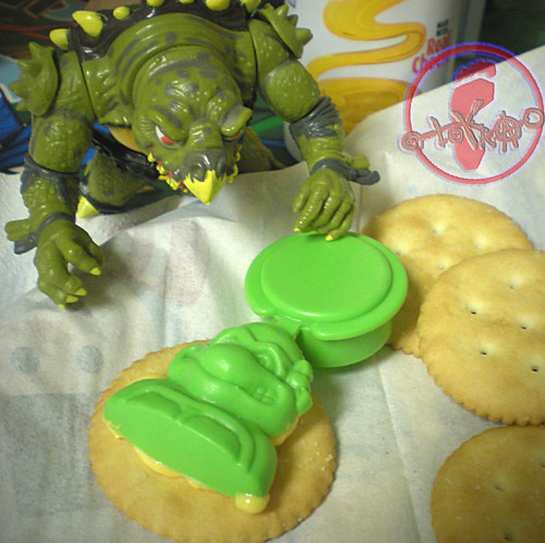"NABISCO - ""EASY CHEESE"" :: 'TEENAGE MUTANT NINJA TURTLES' CRACKER TOPPER  v (( 1991 ))"