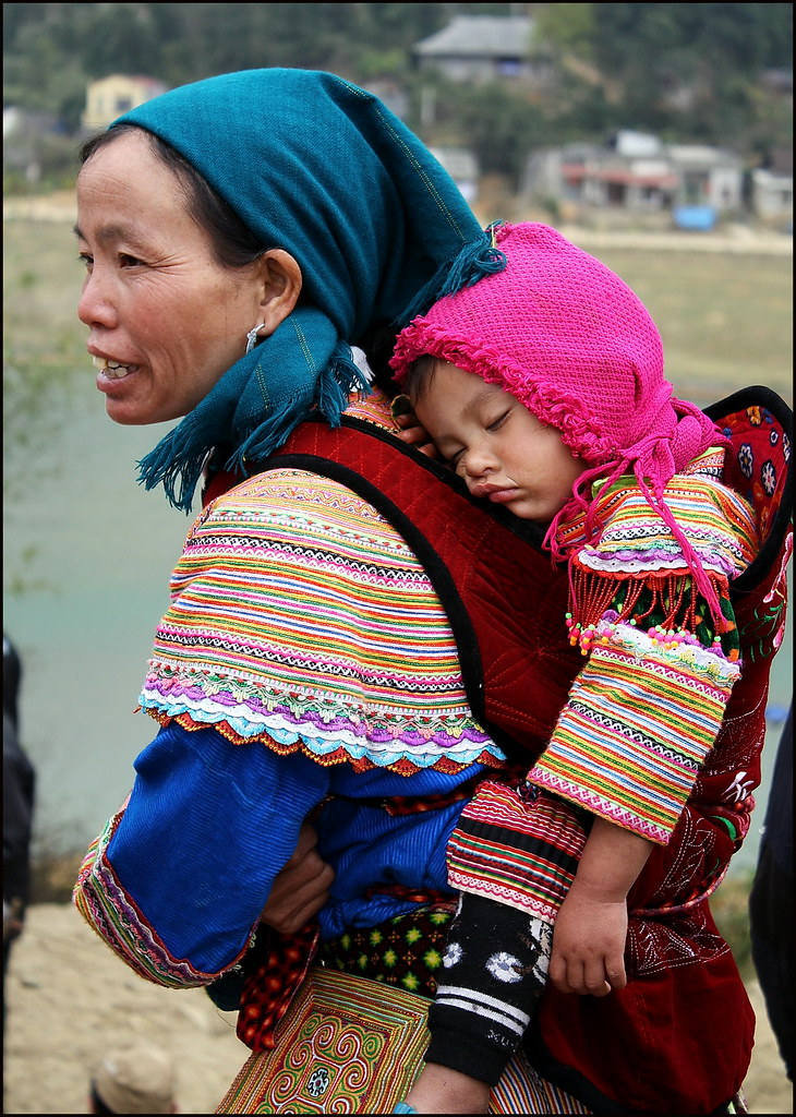 Bac Ha, Flower Hmong woman and baby
