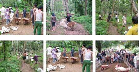 5517587044 614b104186 Kegiatan Gotong Royong Masyarakat dan Fasiltator di Kel Hanopan P. Sidimpuan