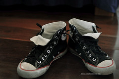 Lucky Shoes (M. Ribeiro ) Tags: black shoe converse lucky allstar tnis oldiebutgoodie
