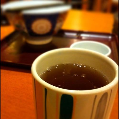 天丼、ごちそうさまでした!食後はやっぱりお茶ですね!  I have finished TEN-DON