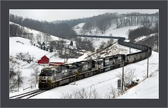 Arriving at Bailey (Images by A.J.) Tags: railroad winter snow train tren mine branch pennsylvania snowy ns norfolk rail railway trains mount southern pa bailey appalachian graysville coal manor ge bahn treno hopper freight chemin trein unit hoppers ferrocarril wintry  ferroviario consol   gevo bituminous ferroviaire