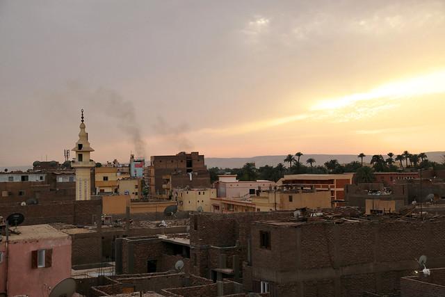 エジプト ルクソール オアシスホテル屋上からの夕暮れの眺め