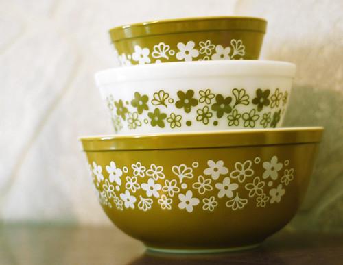 053 - Crazy Daisy Pyrex Mixing Bowl Set