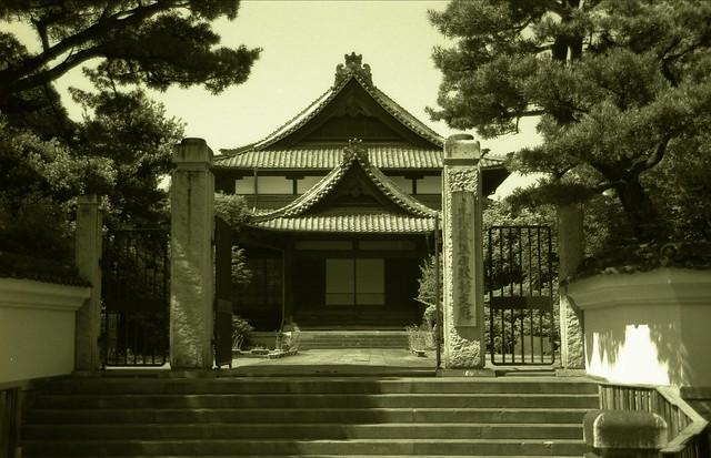 寺院の白黒写真のフリー写真素材