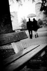Et s'en aller (Franck Tourneret) Tags: from bw umbrella bench gris couple walk gray away nb banc inlove amoureux parapluie partir marcher sloigner